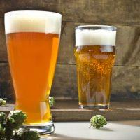 Svetlé pivo a chmeľ