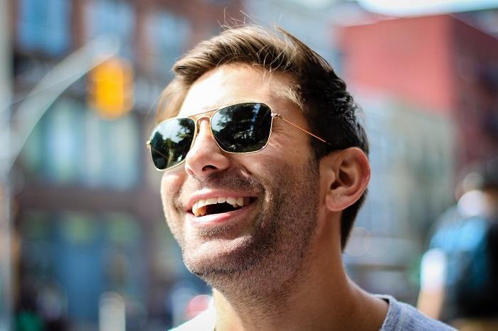 Zubní implantáty a způsob jejich zavedení do úst