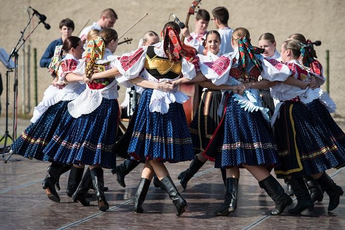 Slovenske kroje a kultúra
